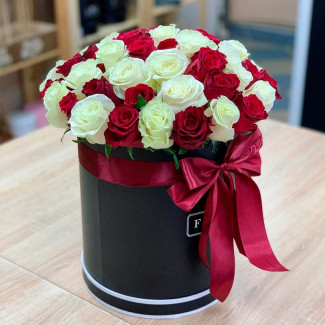 51 Red&White Rose in a Box