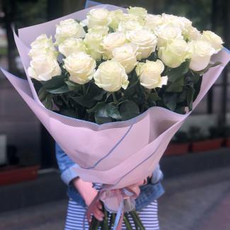 25 Premium White Roses 80-90cm