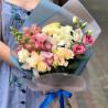 Buchet de orhidee și eustomas fotografie