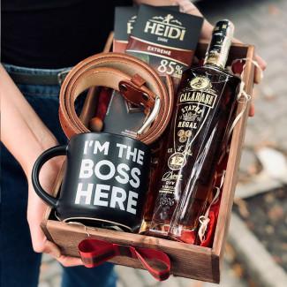 Подарочный набор с алкоголем и ремнём фото