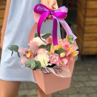 Coș Roz cu Flori