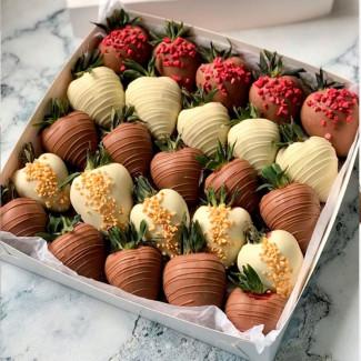Un Set Mare de Căpșuni...
