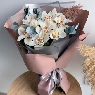 Букет белых орхидей фото