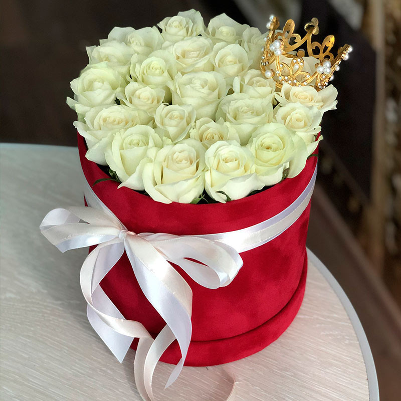 Box of white roses with crown photo