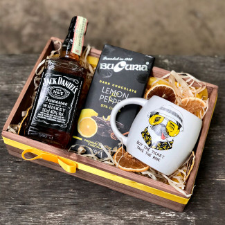 Gift set with jack daniels and mug photo