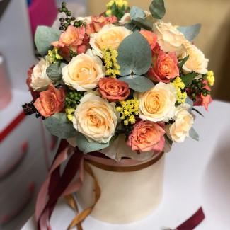 Cutie cu flori lampignon fotografie