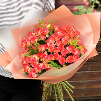 Яркие кустовые розы фото