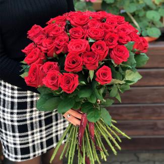 51 trandafiri roșii fotografie