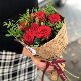 7 красных роз фото