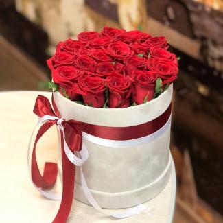 Коробка красных роз фото