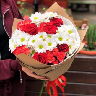 Букет с розами и хризантемами фото