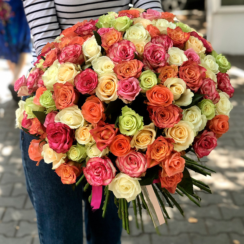 101 разноцветная роза 30-40 см фото