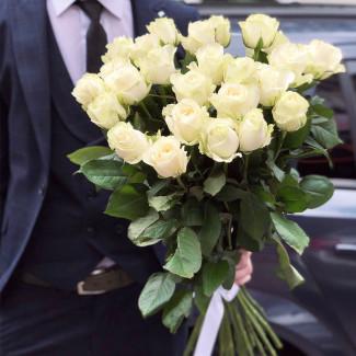 25 White Roses 60-70 cm