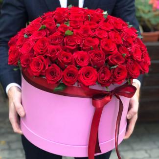 101 trandafiri roșii în cutie fotografie