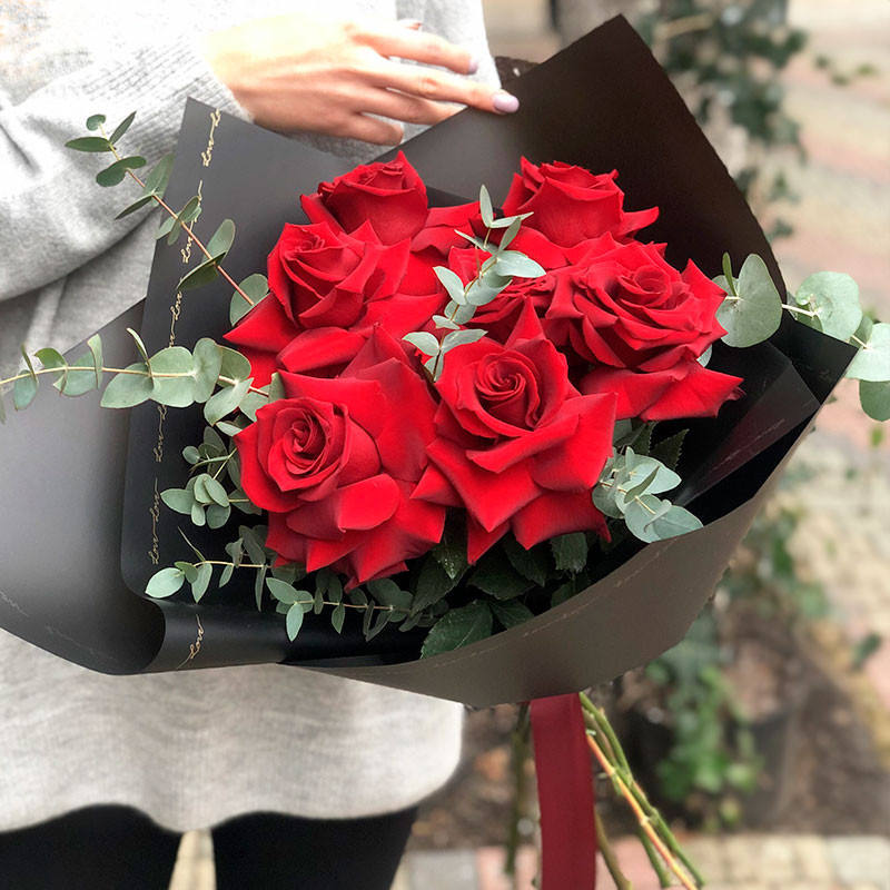 Unfolded red roses photo