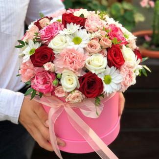 Cutie cu flori fotografie