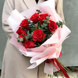 9 Красных Роз в Розовой...