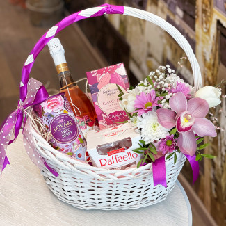 "Gift Basket ""Berry Meadow"""