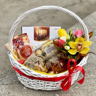 """Gift Basket """"Alpine Meadow"""""""