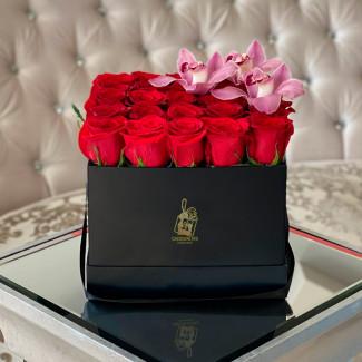"""Розы в Коробке """"Элегантность"""""""