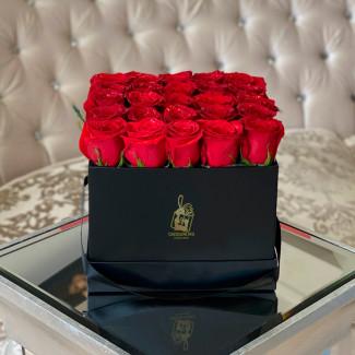 Розы в Квадратной Коробке
