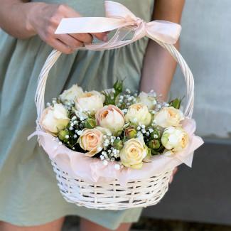 Coș cu Trandafiri de Vară