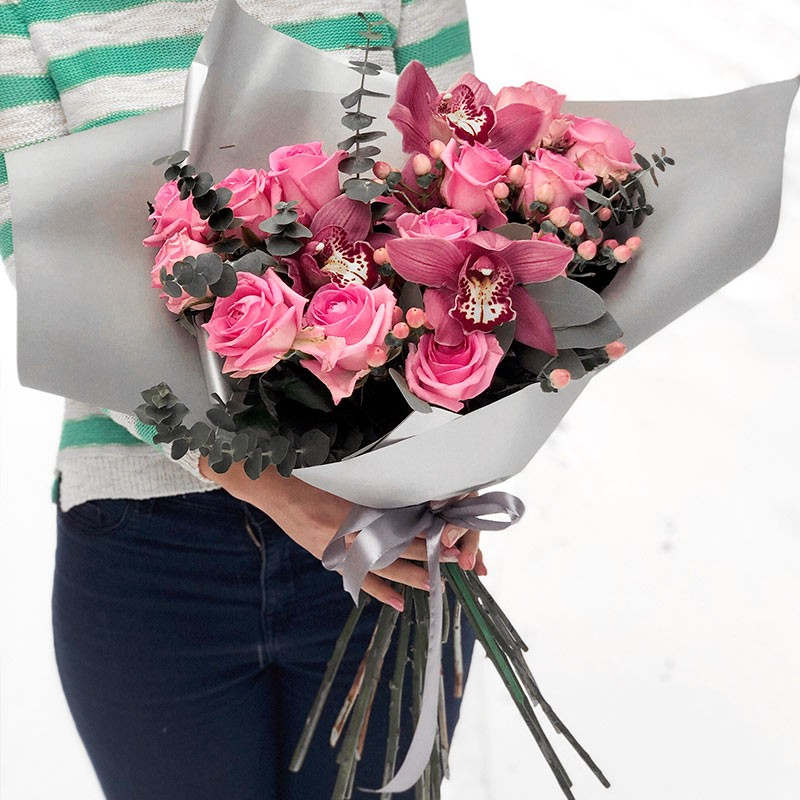Bouquet of pink roses and orchids photo
