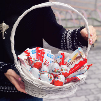 "Basket ""Kinder Surprise"""