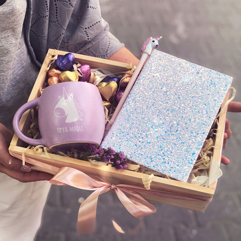gift box with a mug and notepad picture
