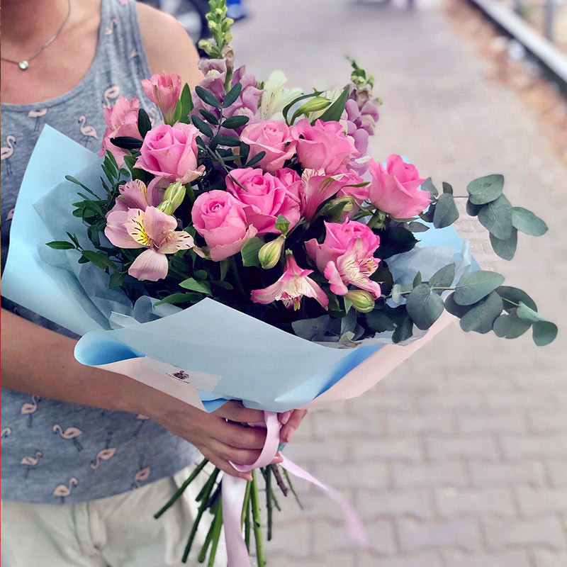 Bouquet of pink flowers photo