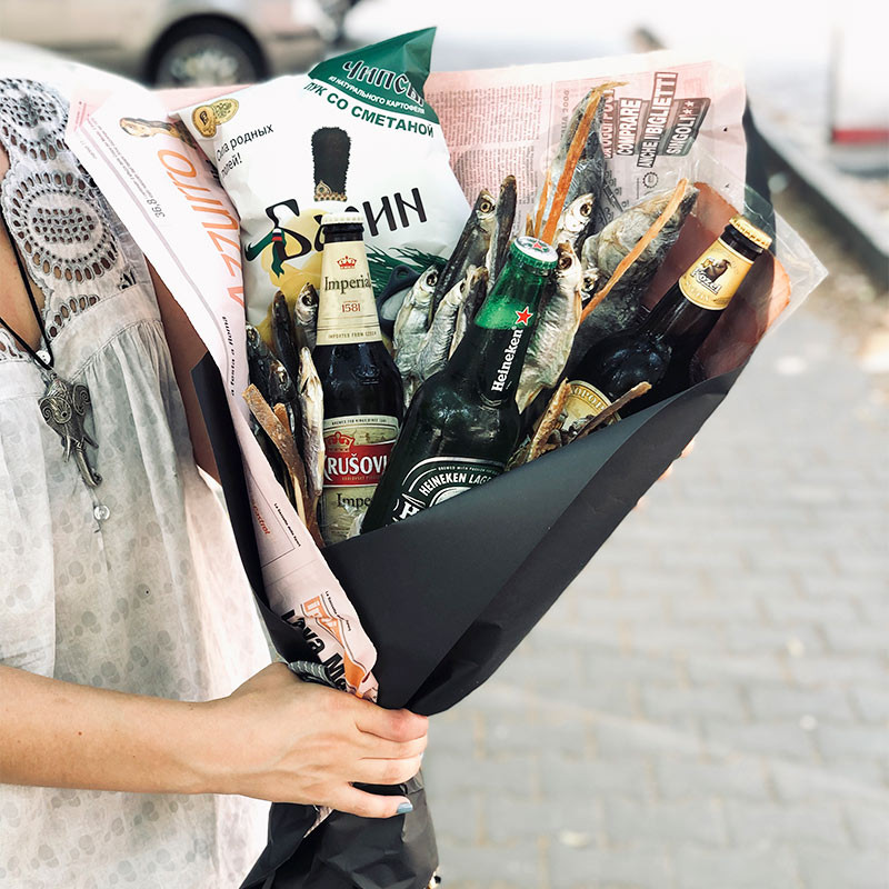 bouquet with fish and beer foto