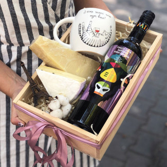 Gift set with wine photo