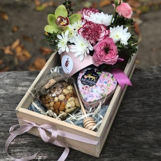 Подарочный набор с мёдом и чаем фото