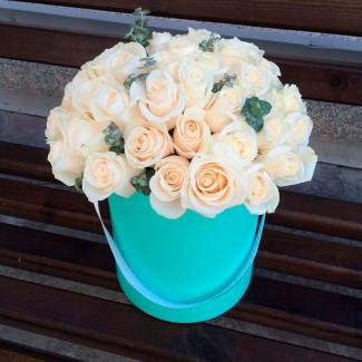 Белые  Розы в Коробке...